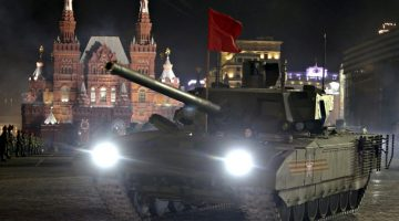 "Russian servicemen operate ""Armata"" main battle tank during a rehearsal for the Victory parade on Moscow's Red Square May 4, 2015. Russia will celebrate the 70th anniversary of the victory over Nazi Germany in World War Two on May 9.  REUTERS/Sergei Karpukhin - RTX1BJ88"