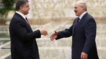 Ukraine's President Petro Poroshenko (L) approaches to shake hands with his Belarussian counterpart Alexander Lukashenko during a meeting in Minsk, February 11, 2015. The leaders of France, Germany, Russia and Ukraine were due to attend a peace summit on Wednesday, but Ukraine's pro-Moscow separatists diminished the chance of a deal by launching some of the war's worst fighting in an assault on a government garrison. REUTERS/Vasily Fedosenko (BELARUS  - Tags: POLITICS CIVIL UNREST CONFLICT)