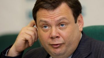 "FILE In this June 16, 2008 file photo Russian tycoon Mikhail Fridman speaks at a news conference in Moscow. Russian tycoon Mikhail Fridman on Monday May 28, 2012 unexpectedly announced his resignation as chief executive of TNK-BP, the Russian venture of British oil company BP. TNK-BP said in a statement that Fridman has submitted a letter of resignation as CEO and chairman of the management board and is due to step down in 30 days. It did not specify the reason, but BP's representative in Russia, Vladimir Buyanov, said Fridman left the company for ""personal reasons."" (AP Photo/Alexander Zemlianichenko)"