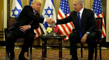 U.S. President Donald Trump and Israel's Prime Minister Benjamin Netanyahu shake hands after speaking to reporters before their meeting at the King David Hotel in Jerusalem May 22, 2017.  REUTERS/Jonathan Ernst - RTX372VE