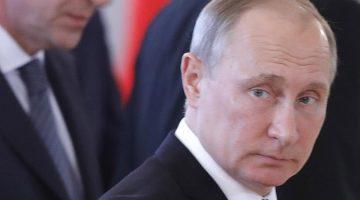 MOSCOW, RUSSIA - JUNE 20, 2017: Russia's President Vladimir Putin seen ahead of Russian-Kyrgyz talks at Moscow's Kremlin. Mikhail Metzel/TASS  Ðîññèÿ. Ìîñêâà. 20 èþíÿ 2017. Ïðåçèäåíò ÐÔ Âëàäèìèð Ïóòèí ïåðåä íà÷àëîì ðîññèéñêî-êèðãèçñêèõ ïåðåãîâîðîâ â Êðåìëå. Ìèõàèë Ìåòöåëü/ÒÀÑÑ