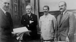 Stalin-Molotov-Ribbentrop-768x432