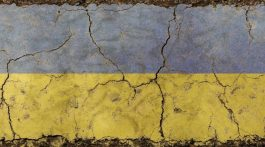 flag-ukraina-treshhiny-768x430