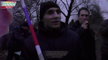 Харьковчанин, освобожденный из украинского плена, развернул сделанный в тюрьме флаг Новороссии