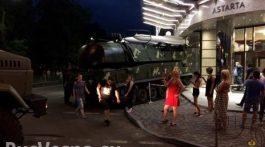 ukrainskiy_buk_vrezalsya_v_biznes-centr